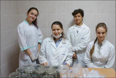Школьники в лаборатории фитосанитарной диагностики и прогноза