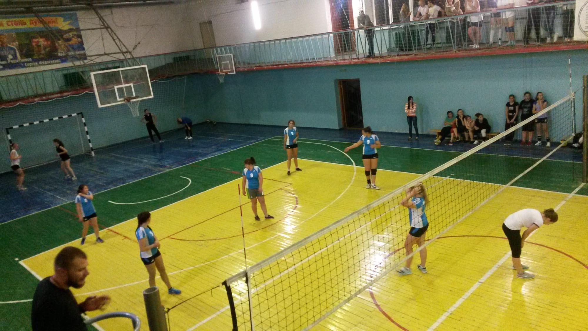 Команда девушек колледжа по волейболу